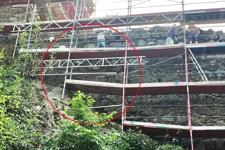 August 2017: Die Mauer wurde aus statischen Gründen ergänzt.