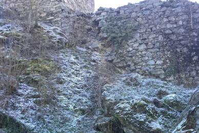 Dezember 2016: Man siehst schon ganz deutlich den Verfall der Mauer.