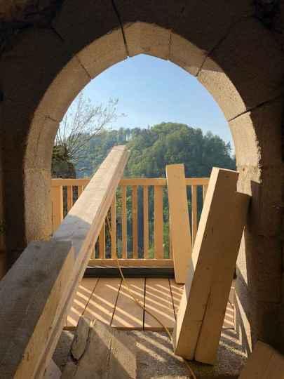 Ausblick aus dem Tor vom Inneren des Wehrturms.